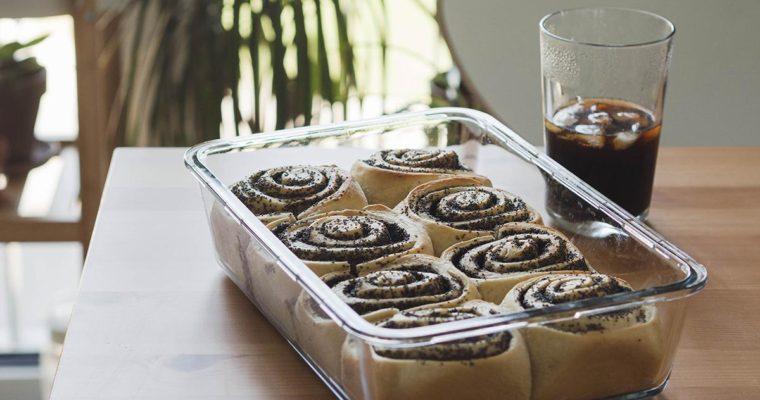 Vegane Mohnschnecken – fluffiger Hefeteig mit saftiger Füllung