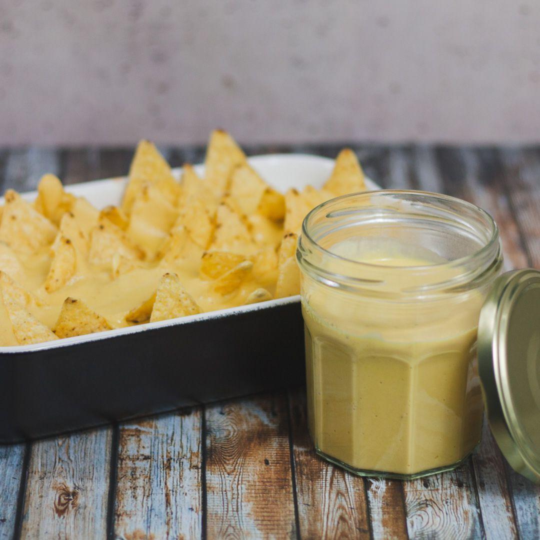 Einfache vegane Käsesauce zum Überbacken und Dippen
